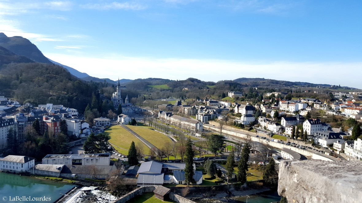 Vue sur les Sanctuaires depuis le Château de Lourdes